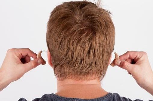 δύο ακουστικά βαρηκοΐας